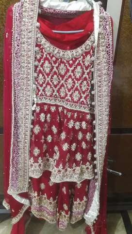 Maroon ColOr..Short frock wiTh A linE leHnga..