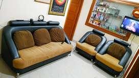 Urgent Sale - Elegant leatherette 5 seater sofa - Black & Cream