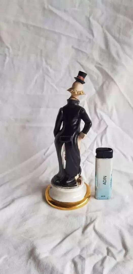 rare item patung vintage figur origian tua Giuseppe Armani Charlie Por