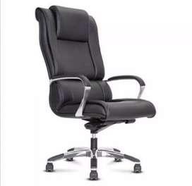 Saya cari kursi kantor bekas.