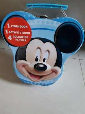 Koleksi Mickey Mouse bentuk kaleng