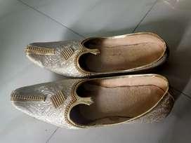 Marriage mojadi and sandal