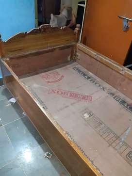 Wooden bed 4x6 box wala