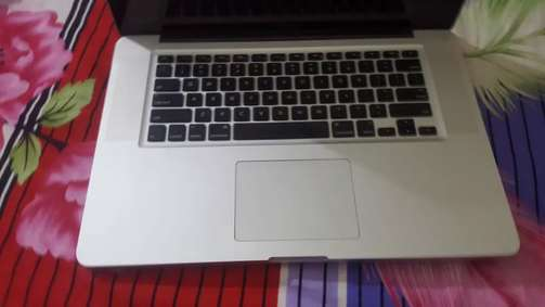 MacBook pro 2011 core i7 15inch display excellent condition