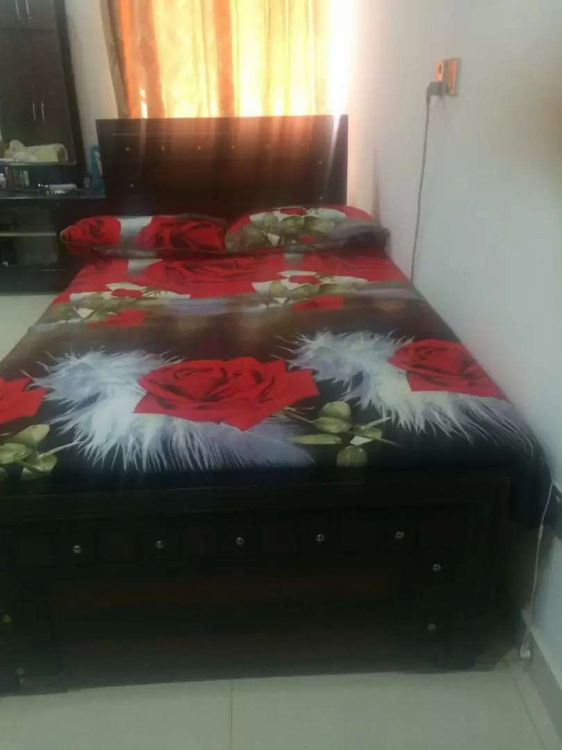 Single Bed with matress and dressing 0