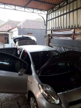 Mobil Toyota Yaris 2013