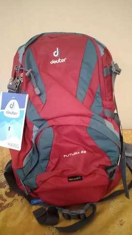 Tas gunung/daypack merek Deuter