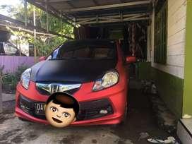 Mobil Brio E Satya 2014 warna Merah