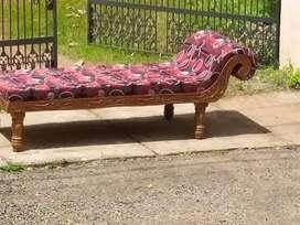 നല്ല തെക്കിന്റ ദിവാൻ sofa