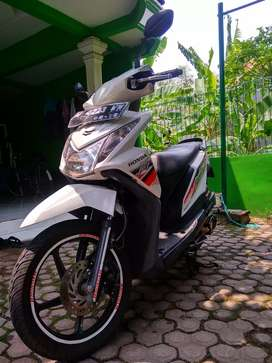 Honda Beat White Red 2014
