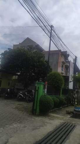 Rumah Ruko/Bengkel 3 lantai Pinggir Jalan