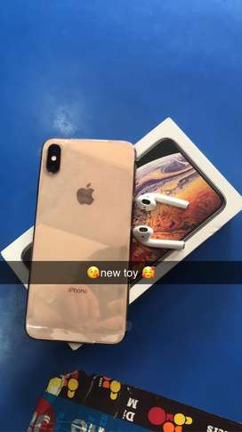 iphone xsmax brand neww only one month old all acessary packed