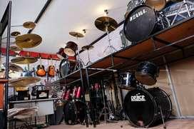 Showroom alat musik anti rugi