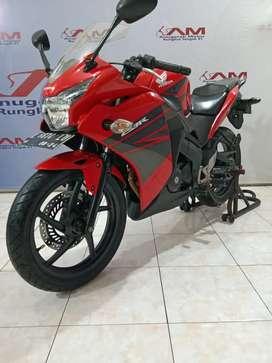 Honda CBR 150 R build up merah km rendah 2014