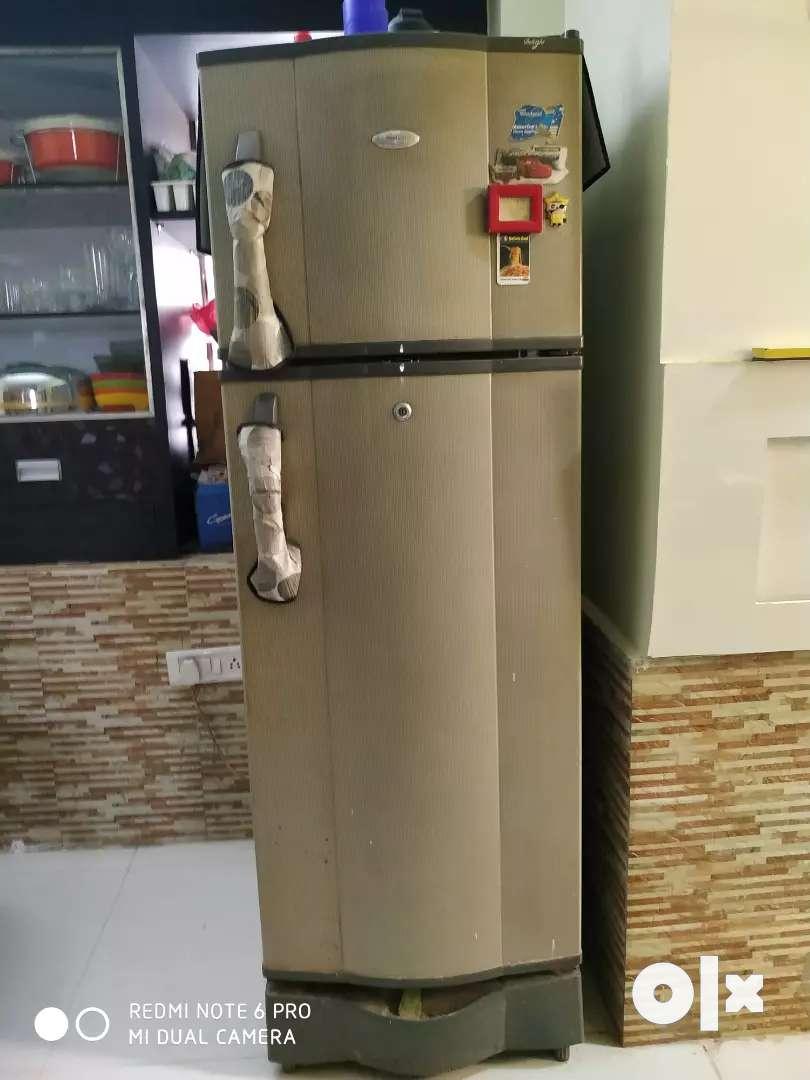 A whirlpool fridge 0
