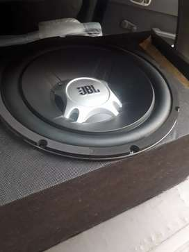 JBL 1100 Watt Woofer With Box 10/10 few days use and 24 inch basetube