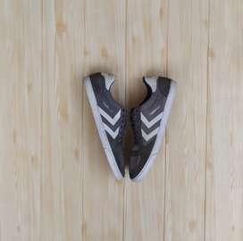 Sepatu Hummel Low