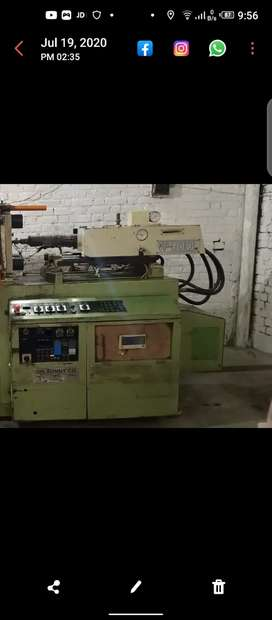 Injection moulding machine 100 ton muzduri ke liye dastiyab ha .