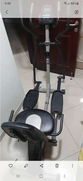 ProForm Hybrid Recumbent Bike and Elliptical Trainer 15in wheel- 2 in1
