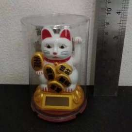 Kucing hoki patung solar