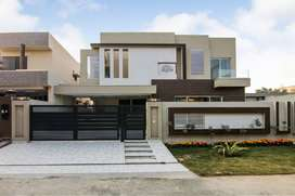 KANAL BRAND NEW BUNGALOW IS UP FOR SALE NEAR PARK