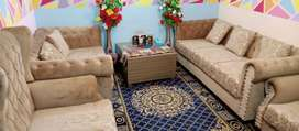 Chester field 7 seater sofa set with table just like new