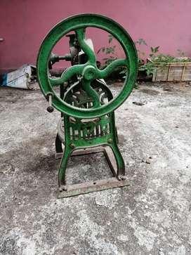 Rajkot ice scatting machine