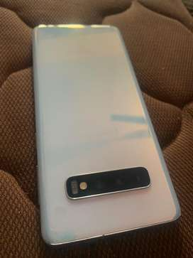 Samsung S10 512 gb with samsung store bill and all accessories