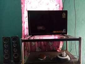 Tv LED 24 politron masih garansi 5thn