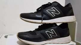 New Balance size 39 blak white good condition