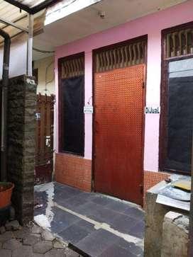 Rumah + Kos-Kos'an 2 Lantai dengan Luas Tanah 117 Meter di Utan Kayu