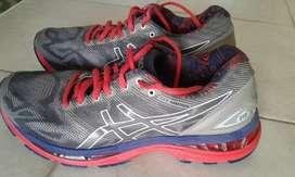 Sepatu running merk asics