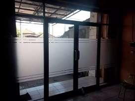 Pintu kaca kantoe. Pintu kaca ruko dan sekat ruangan kaca