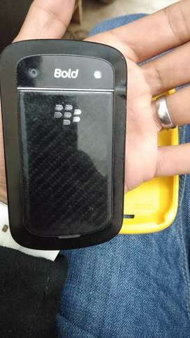 Blackberry Bold 4, 9900 with yellow color back pouch