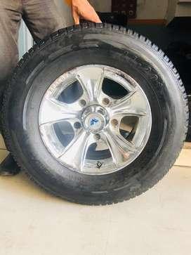 "15"" Thar and bolero alloy wheels and tyres"