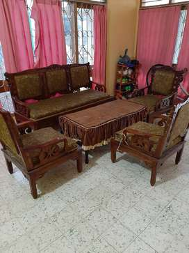 Kursi dan meja tamu