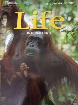 Buku Bahasa inggris life intermediate b1+ gambar monyet