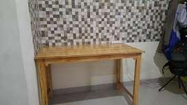 Meja kaki serbaguna