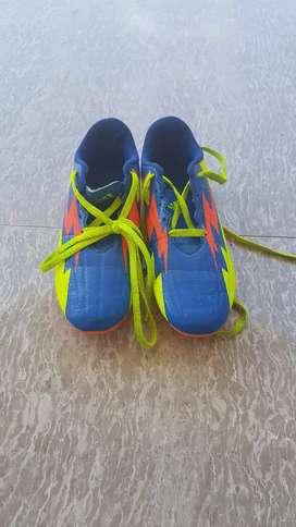 Sepatu Bola Adidas Ukuran 37