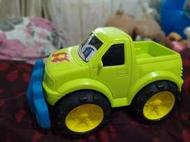 Mobil hijau besar