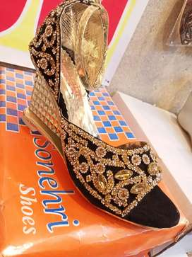 Bridal shoes 50 percent Discont only 500.. Rs
