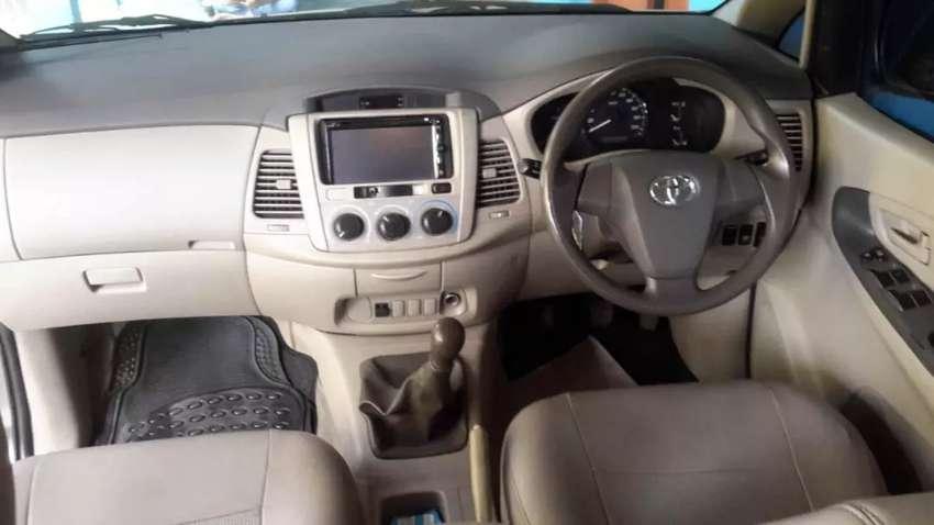Toyota innova type E+ 0