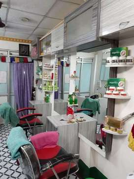 i am selling my newly beauty parlour with fully furnised.