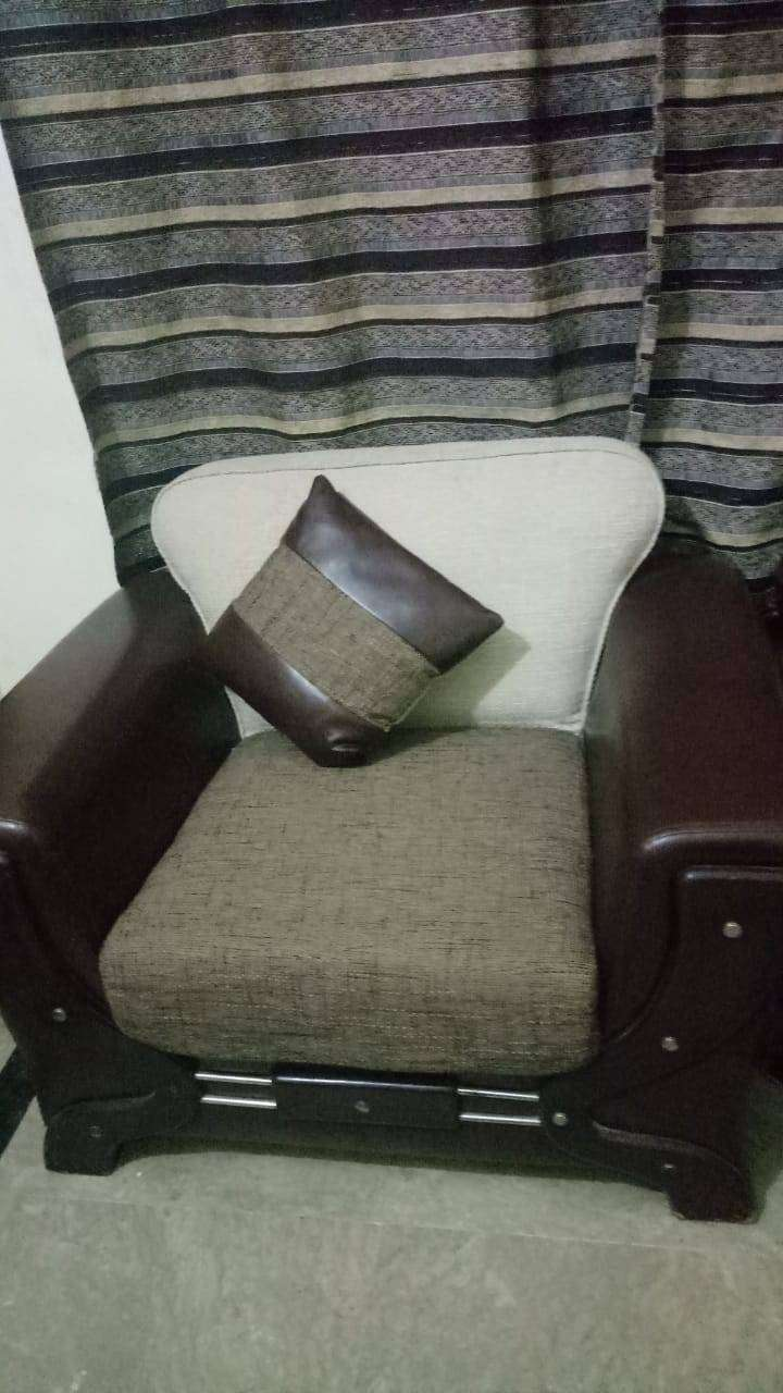 Good condition 5 seater sofa for sale 0