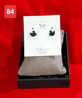 Cantik dan Modis - Aneka Perhiasan Anting Wanita Bahan Titanium