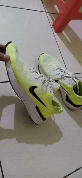 Dijual cepat sepatu Nike sport original (BU)