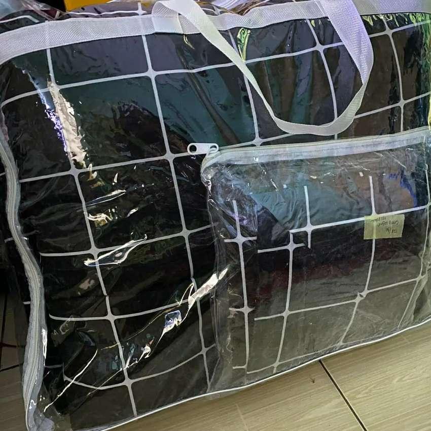Bed cover kotak hitam minimalis