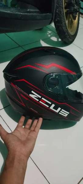 Helm motor merek zeus