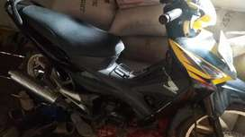 Revo kuning hitam