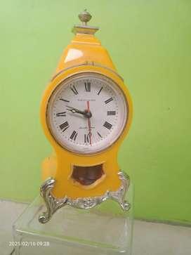 Jam meja antik mekanik